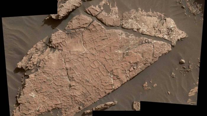 NASA发现了一块有裂缝的岩石,它可能证明火星有远古湿润期直接证据