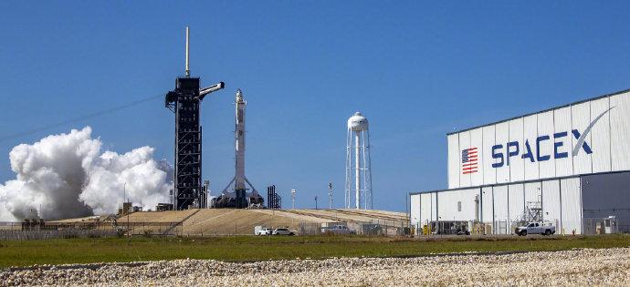 《【天富平台网】SpaceX首次商业载人航天发射准备就绪!已经完成最后飞行检查》
