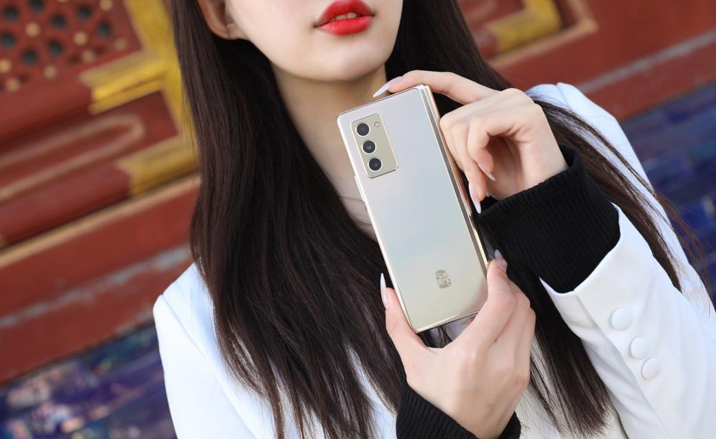 预售开启 心系天下三星W21 5G重塑尊享体验
