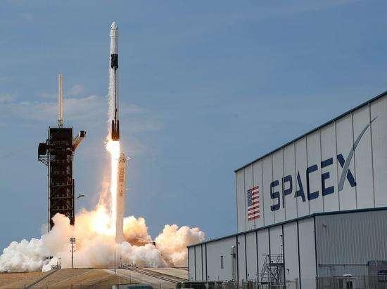 """首次""""营业""""!SpaceX""""龙""""飞船前往国际空间站;Mate40成最难买华为手机"""