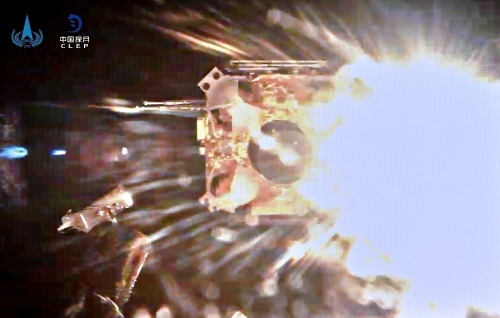 """""""嫦娥五号""""回家:首次地外天体起飞,首次""""独立展示""""国旗"""