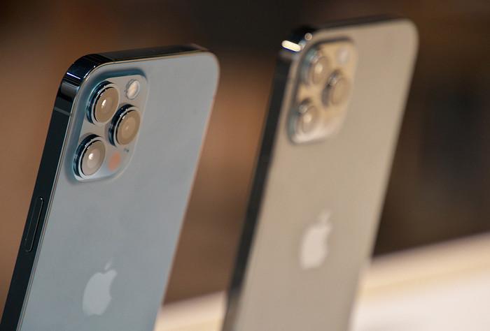 """微信张小龙称自己是上帝选中的人;不叫""""十三香"""" 苹果新机或将命名为iPhone 12S"""