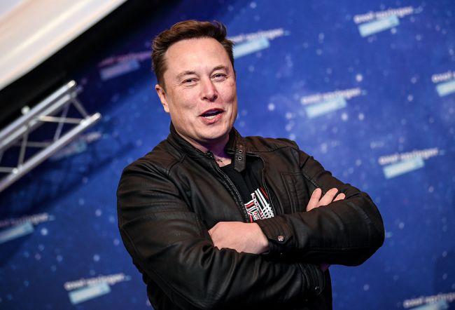 马斯克:2024年,我要送人上月球