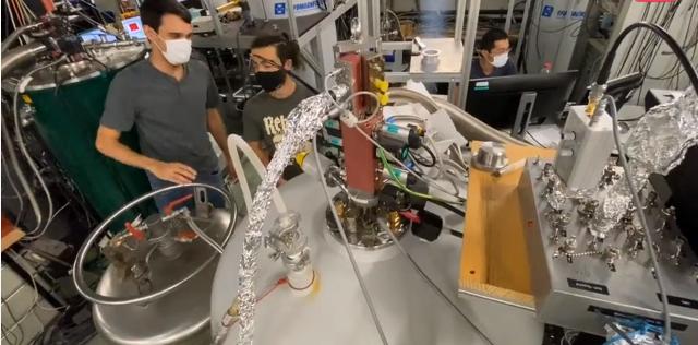 瑞士科研人员给超薄半导体材料加上超导体触点,下一代半导体有了新思路!