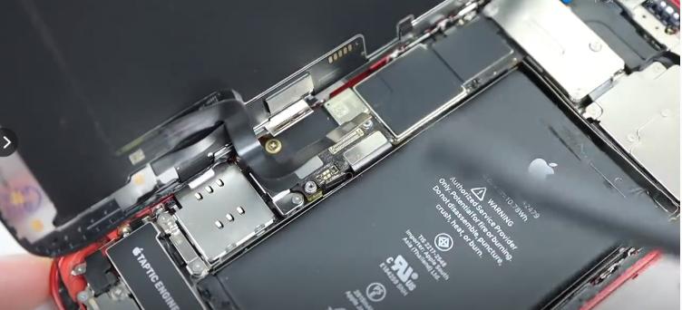 老外从中国海淘配件改造iPhone 12,网友:没有华强北改不了的手机