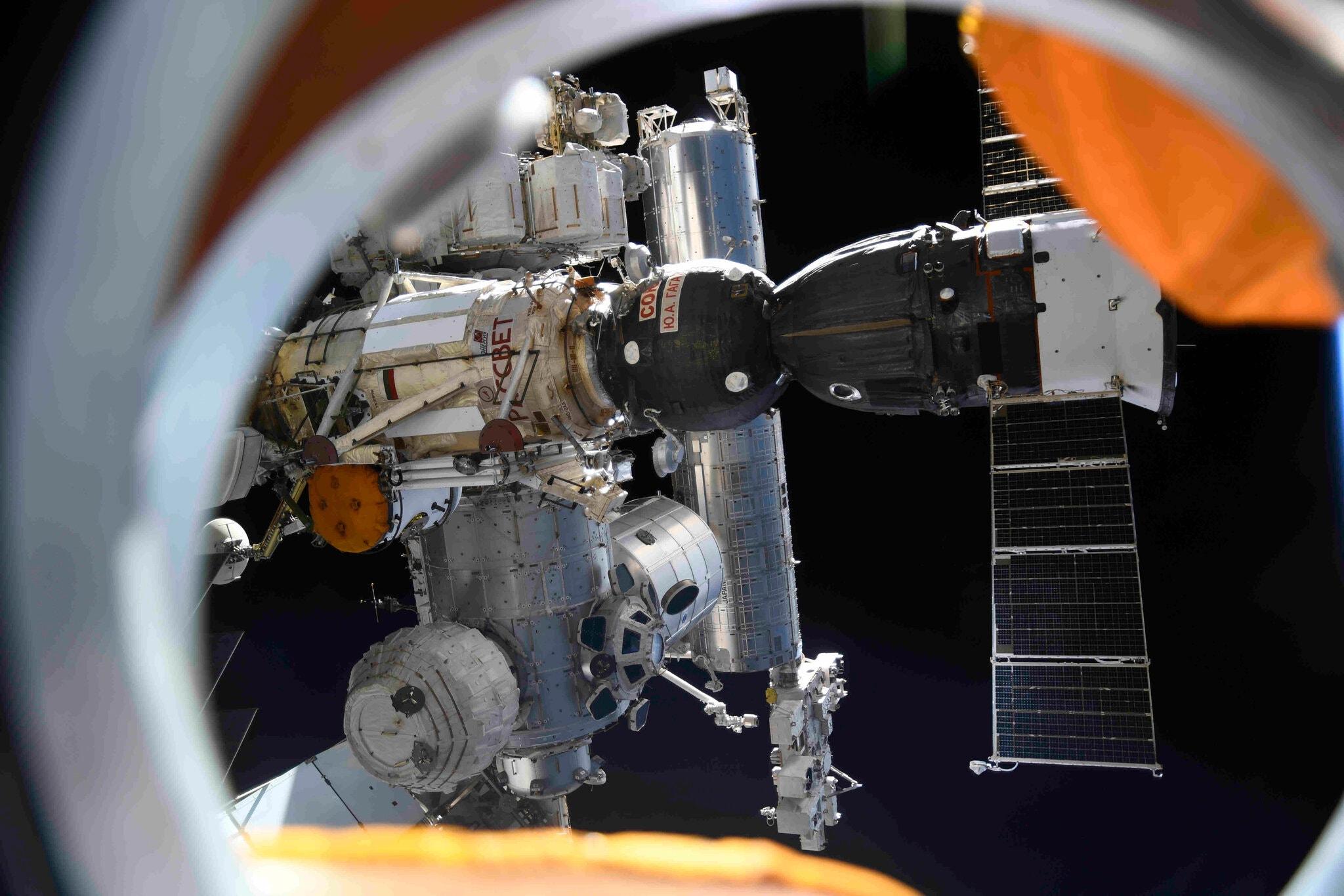 """太硬核了!战斗民族""""对飚""""NASA和阿汤哥,抢先送摄制组""""上天""""拍电影!"""